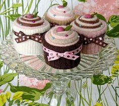 betz-white-cupcakes-on-cake-plate1