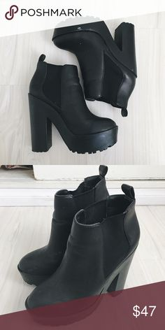 Steve Madden Booties A little scuff marks that can probably be fixed. Other than that 8/10 condition! Can be dressed up or down. Steve Madden Shoes Ankle Boots & Booties