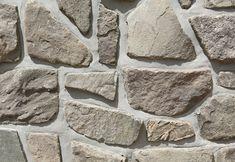 Detail sloupku plotu z lokálního kamene