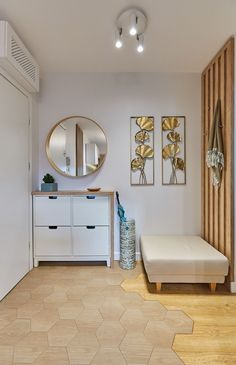 Apartament în București amenajat cu texturi de lemn   Adela Pârvu - Interior design blogger Entryway Decor, Entryway Bench, Aesthetic Bedroom, Home Interior Design, Living Room Designs, House Design, Wood, Furniture, Home Decor