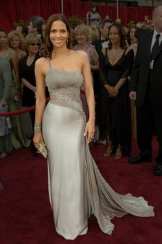 Halle Berry in Atelier Versace, 2005 - Photo: Vinnie Zuffante/Getty Images Dress Cuff Bracelet Bag Hair Character