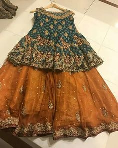 Green and golden mustard baby girls sharara dress designs 2018 for wedding party Are you looking for the best wedding sharara dress for your little girl? Here are the new styles of baby girls sharara dress designs 2019 for wedding. Pakistani Mehndi Dress, Pakistani Wedding Outfits, Pakistani Dress Design, Pakistani Dresses, Indian Dresses, Dulhan Dress, Mehendi, Gharara Designs, Dress Designs