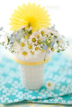daisy cup centerpiece