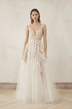 V-Neck Tulle Embroidered Gown With Cut Out Leaves by Oscar de la Renta Bridal Wedding Dress With Feathers, Ivory Lace Wedding Dress, Custom Wedding Dress, Wedding Gowns, Dance Dresses, Bridal Dresses, Wedding Tiara Hairstyles, Playing Dress Up, Beautiful Bride