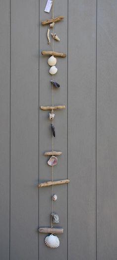 Suspension style bord de mer en bois flotté et divers coquillage, pour intérieur ou extérieur : Accessoires de maison par dec-au-naturel #bricolagedecorationchambre