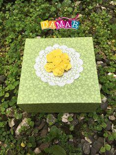 Caja hecha a mano con papel de Scrapbooking Stone, Outdoor Decor, Home Decor, Handmade Boxes, Creative Crafts, Paper Envelopes, Creativity, Rock, Rocks
