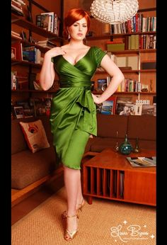 Green satin pin up dress Pretty Dresses, Beautiful Dresses, Gorgeous Dress, Gorgeous Lady, Looks Style, My Style, Pinup Girl Clothing, 50s Clothing, Designer Clothing