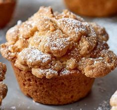 How To Make Bakery-Style Crumb Muffins This is a crumb-cake-meets-muffin combo that's directly inspired by the classic bakery breakfast cake. Muffin Recipes, Brunch Recipes, Baking Recipes, Dessert Recipes, Gourmet Desserts, Health Desserts, Breakfast Recipes, Cupcakes, Cupcake Cakes