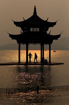 Xi Hu (West Lake), Hangzhou, China by ༺lifemage༻, via Flickr