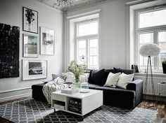 Monochrome sitting room in an elegant Swedish space with a crackling fire. Entrance / Jonas Berg / Stil & Rum.