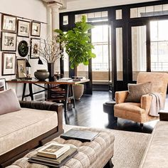 I love the contrasted and collected space of Meg Ryan's NYC loft. Photo via @archdigest #livingroom #contrast #design #thepottedboxwood