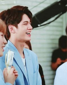 Wasn't he like slapping Daniel here . Whatever he's laughing at (probably his own joke) must be really funny Produce 101, Ong Seongwoo, Sexy Gif, Ji Sung, Incheon, All Video, Really Funny, Seokjin, I Love Him