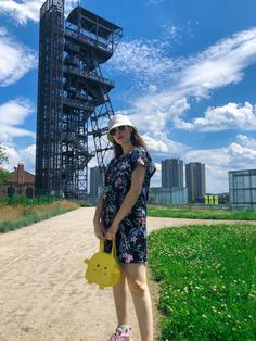 Bucket hat combined with a floral dress and a cute duck bag 🥰 #ootd #polishgirl Polish Girls, Summer Looks, Bucket Hat, Ootd, Stylish, Floral, Casual, Bags, Outfits