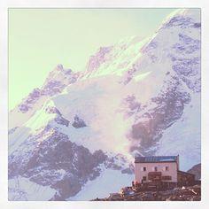 Gandgegg Hutt in Zermatt, with the Breithorn summits as a backdrop.