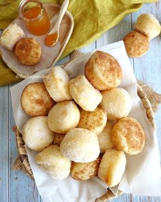 """""""Mi piace"""": 731, commenti: 44 - Laura Pondini (@laurapondini) su Instagram: """"❤️DUFFINS❤️ ~ versione fit ~ ⠀ Donuts o Muffins?! 🤔😝 ⠀ Quando ho visto questi mini dolcetti sul…"""" Pretzel Bites, Bread, Mini, Instagram, Food, Breads, Baking, Meals, Yemek"""