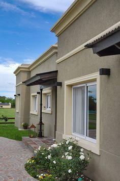 House Outside Design, House Gate Design, House Front Design, Modern Exterior House Designs, House Paint Exterior, Exterior House Colors, Townhouse Exterior, Classic House Design, Villa