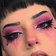 Are you looking for inspiration for your Halloween make-up? Browse around this website for unique Halloween makeup looks. Edgy Makeup, Makeup Eye Looks, Creative Makeup Looks, Halloween Makeup Looks, Pink Makeup, Girls Makeup, Pretty Makeup, Makeup Inspo, Makeup Inspiration
