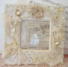 Vintage Dragonfly Mosaic Art by Mary Garrett Homemade Picture Frames, Vintage Picture Frames, Shabby Chic Accessories, Interior Design Themes, Quirky Decor, Vintage Jewelry Crafts, Frame Stand, Vintage Display, Burlap Crafts