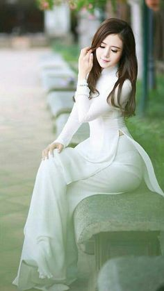 All white goodness Vietnamese Clothing, Vietnamese Dress, Vietnamese Traditional Dress, Traditional Dresses, Asian Woman, Asian Girl, Asian Ladies, Vietnam Girl, Facon
