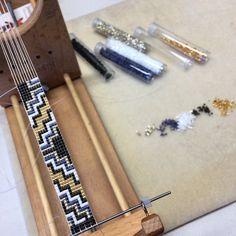 puebloandco - The Duke Bead Loom Bracelet Loom Bracelet Patterns, Bead Loom Bracelets, Bead Loom Patterns, Beaded Jewelry Patterns, Beading Patterns, Beading Ideas, Beading Supplies, Beaded Hat Bands, Bijoux Diy