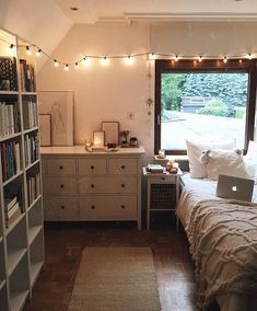 perksoftales on (unpaid advertisement/ unbezahlte Werbung)home sweet home Im about to order some new books and Im planning on watching a movie later - - Dream Rooms, Dream Bedroom, Home Bedroom, Bedroom Ideas, Bedroom Designs, Bedroom Inspo, Modern Bedroom, Girls Bedroom, College Bedroom Decor
