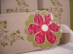Segnalibro di carta con fiore