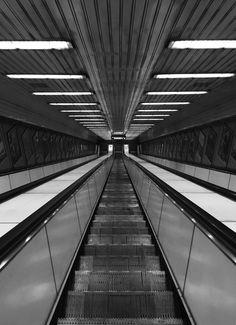 Symmetrical emptiness -