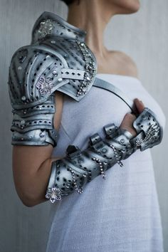 Extreme fashion shoulder guard and guantlet only armor Nissa wears
