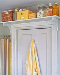 21 design hacks for your tiny apartment Living small cramping your style? Open up your studio apartment or micro-unit with any of these brilliant design tips and tricks. Top Bathroom Design, Apartment Storage, Trendy Bathroom, Tiny Apartment, Small Bathroom Storage, Tiny Apartment Living, Shelf Over Door, Bathroom Design, Bathroom Decor