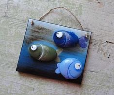 813 images about Kreativ - Rock / Stone / Pebble Art on We Heart It Pebble Painting, Pebble Art, Stone Painting, Rock Painting, Stone Crafts, Rock Crafts, Arts And Crafts, Art Rupestre, Diy Gifts Cheap