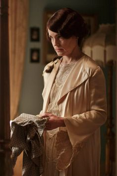 Downton Abbey series IV Braithway burns Cora's silk patterned blouse while day-dreaming of Tom Branson