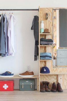 Meu jardim Cheap Closet: 10 Tips + 60 Creative Pictures of DIY Decoration Understanding How The Inte Open Wardrobe, Wardrobe Doors, Wardrobe Closet, Diy Built In Wardrobes, Large Wardrobes, Cheap Closet, Wardrobe Organisation, Wardrobe Design, Storage Spaces