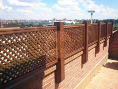 Celosias de madera ancladas a pared - 2