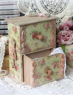 DIY-KATAΣΚΕΥΕΣ: Μέχρι που και πόσο; | ΣΟΥΛΟΥΠΩΣΕ ΤΟ Decoupage Box, Decoupage Vintage, Vintage Box, Shabby Vintage, Homemade Crafts, Diy And Crafts, Idee Diy, Pretty Box, Altered Boxes