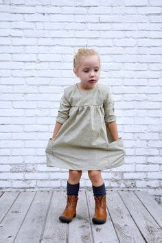 Baby Clothes Patterns, Dress Sewing Patterns, Baby Patterns, Clothing Patterns, Little Dresses, Flower Girl Dresses, Brei Baby, Model Outfits, Free Baby Stuff