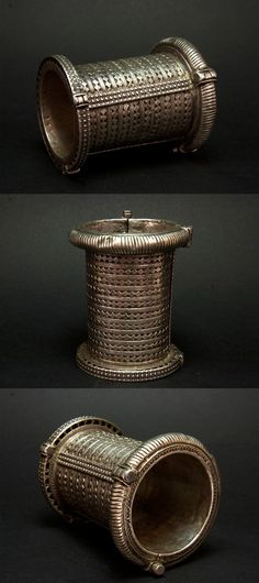 Afghanistan   Old silver hinged cuff.  Similar pieces can be found in Pakistan and in some parts of India   370€