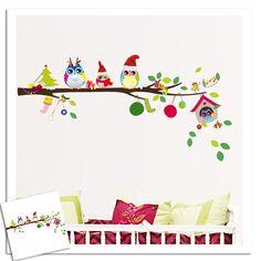 Een hele vrolijke fullcolour muursticker van tak met daarbij uiltjes helemaal in de winter en -feeststemming.