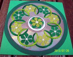 heel mooi circels geborduurd afgewerkt met bloementjes van behangpapier