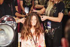 This Victoria's Secret Angel Bombshell Hair Transformation Is Mesmerising.. #VSFashionShow2015 #VShair