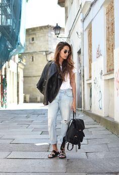 jeans: Levi´s 501, tee: H&M, sandals: Zara, Leather jacket: Mango, backpack: Stradivarius, sunnies: Ray-Ban