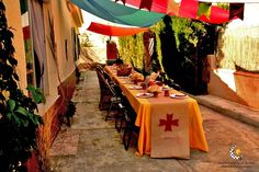 Long tables with runners -draw on? Medieval Banquet, Medieval Party, Medieval Market, Dragon Birthday, Dragon Party, Grad Parties, Boy Birthday Parties, Reformation Day, Viking Party