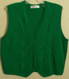 #ThePlusSide #PlusSizeClothing 2x Green wool sweater vest. Perfect for the holidays!