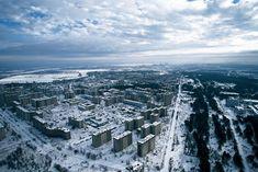 Pripiat. La ciudad Fantasma de Chernóbil. Al fondo la central.