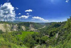 Just on the outskirts of the hill town of Bukittinggi in the Minangkabau highlands, lies a canyon which the locals call Ngarai Sianok, or the Sianok Canyon which often mentioned as Indonesian Grand Canyon. (Terletak di Bukittinggi dataran tinggi Minangkabau terdapat lembah menakjubkan bernama Ngarai Sianok yang sering disebut sebaga Grand Canyon-nya Indonesia.
