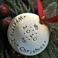 Baby's First Christmas - Custom Ornament op Etsy, 13,91€