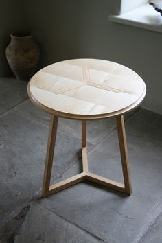 Lovely jubbly - cross side table by @barnbydesigns