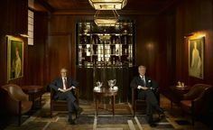 The Beaumont -The debut hotel from London restaurateurs Chris Corbin and Jeremy King (the duo behind institutions from Le Caprice to The Ivy and The Wolseley) is located on a quiet road in Mayfair, close to the US embassy and the former base of the CIA. Beaumont Hotel London, Next London, Lounge Design, Wallpaper Magazine, Travel Wallpaper, England Fashion, Restaurant Bar, Architecture Design, Image