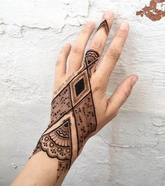 Explore latest Mehndi Designs images in 2019 on Happy Shappy. Mehendi design is also known as the heena design or henna patterns worldwide. We are here with the best mehndi designs images from worldwide. Modern Mehndi Designs, Arabic Mehndi Designs, Mehndi Designs For Hands, Mehndi Tattoo, Henna Tattoo Designs, Mandala Tattoo, Henna Tattoos, Henna Mehndi, Mehndi Book