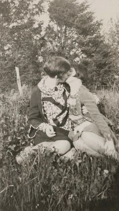 Vintage LGBT – Adorable Photographs of Lesbian Couples in the Past That Make You Always Believe in Love Vintage Lesbian, Vintage Couples, Vintage Love, Cute Lesbian Couples, Lesbian Art, Lesbian Love, Vintage Photographs, Vintage Photos, Mädchen In Uniform