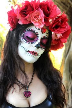 Calavera Makeup Sugar Skull Ideas for Women are hot Halloween makeup look.Sugar Skulls, Día de los Muertos celebrates the skull images and Calavera created exactly in this style for Halloween. Sugar Skull Make Up, Sugar Skull Face, Sugar Skull Girl, Sugar Skulls, Candy Skulls, Sugar Skull Costume, Dead Makeup, Skull Makeup, Makeup Tricks
